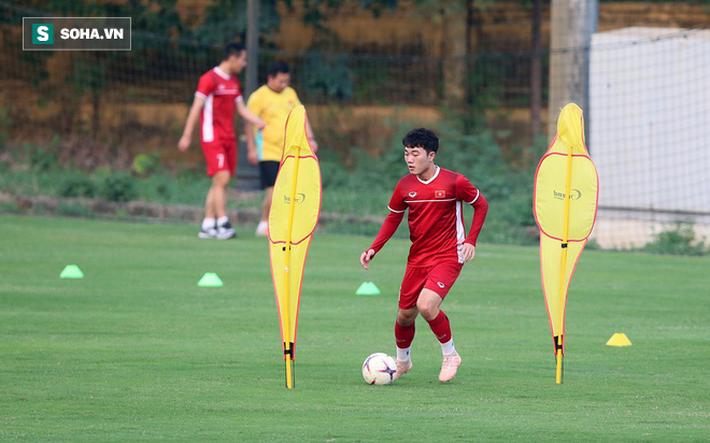 Chưa bình phục chấn thương, nhạc trưởng ĐT Việt Nam khiến thầy Park lo lắng - Ảnh 5.