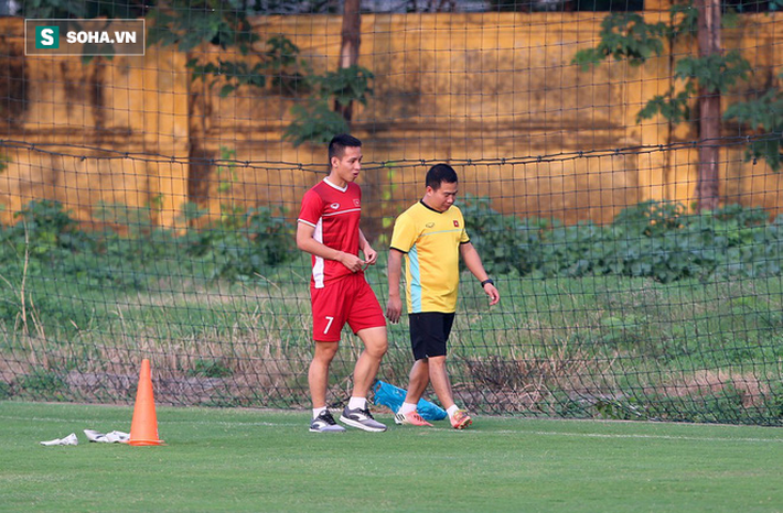 Chưa bình phục chấn thương, nhạc trưởng ĐT Việt Nam khiến thầy Park lo lắng - Ảnh 2.