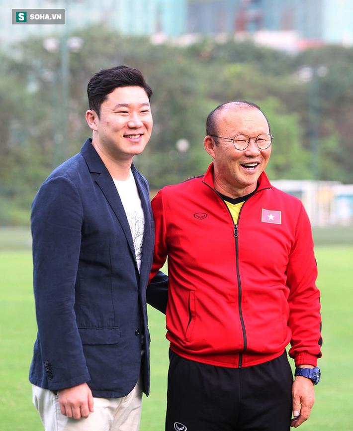 Chưa bình phục chấn thương, nhạc trưởng ĐT Việt Nam khiến thầy Park lo lắng - Ảnh 8.