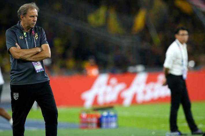 Sút hỏng penalty ở phút bù giờ, Thái Lan bị đá bay khỏi AFF Cup trong tột cùng cay đắng - Ảnh 2.