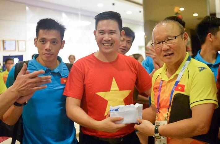 Tuyển Việt Nam đón tin cực vui từ Asanzo trước thềm bán kết lượt về AFF Cup - Ảnh 1.