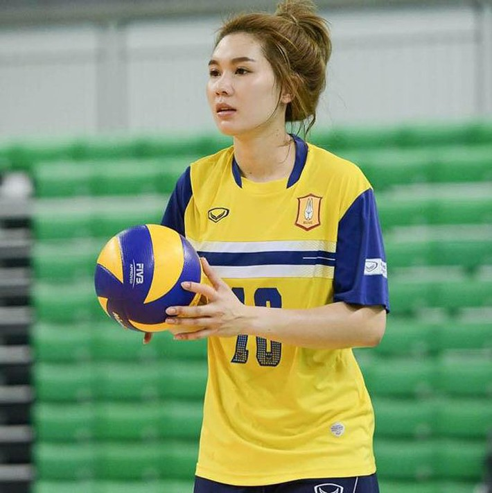 Dung nhan xinh đẹp của 'thiên thần bóng chuyền' Thái Lan - Ảnh 7.