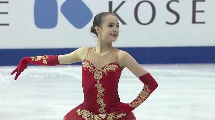 Nữ hoàng sân băng 15 tuổi tỏa sáng rực rỡ trong lần đầu tham dự Olympic mùa Đông - Ảnh 3.