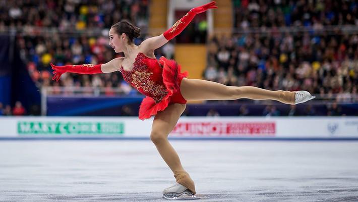 Nữ hoàng sân băng 15 tuổi tỏa sáng rực rỡ trong lần đầu tham dự Olympic mùa Đông - Ảnh 5.