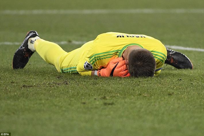 Vùi dập đối thủ từng khiến Man United khốn khổ, Man City đặt một chân vào tứ kết  - Ảnh 2.