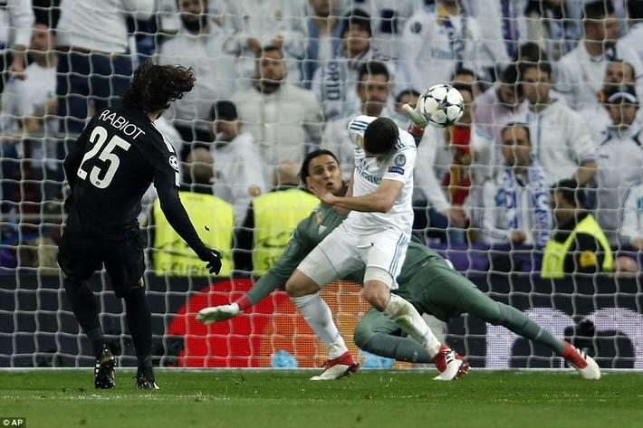 Lội ngược dòng bằng cú đúp khó tin, Ronaldo khiến Neymar nuốt hận - Ảnh 2.