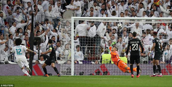 Lội ngược dòng bằng cú đúp khó tin, Ronaldo khiến Neymar nuốt hận - Ảnh 22.