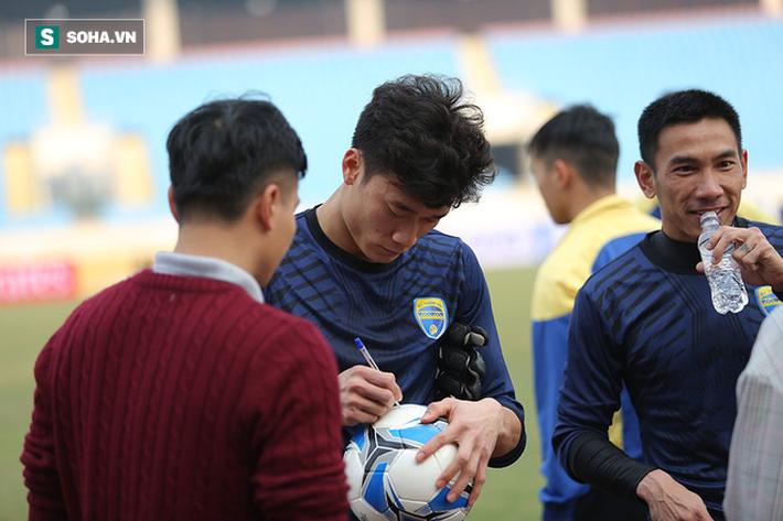 Trước đại chiến ở sân chơi châu Á, thủ môn Bùi Tiến Dũng có khoảng lặng đáng quý - Ảnh 9.
