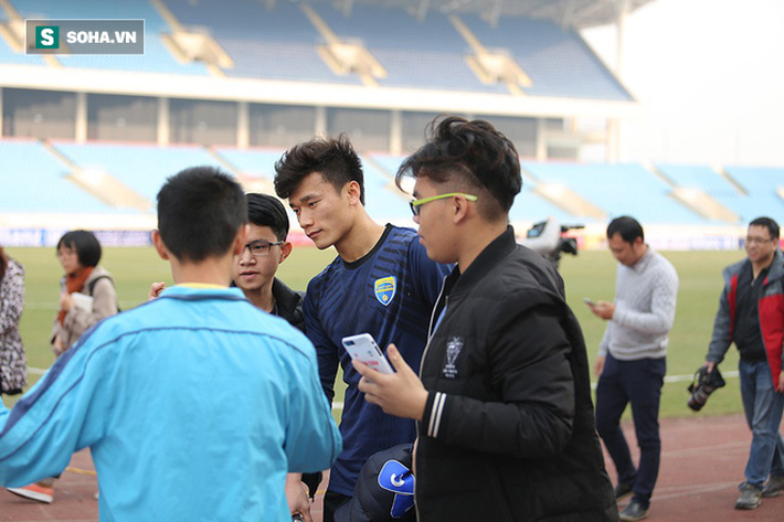 Trước đại chiến ở sân chơi châu Á, thủ môn Bùi Tiến Dũng có khoảng lặng đáng quý - Ảnh 12.
