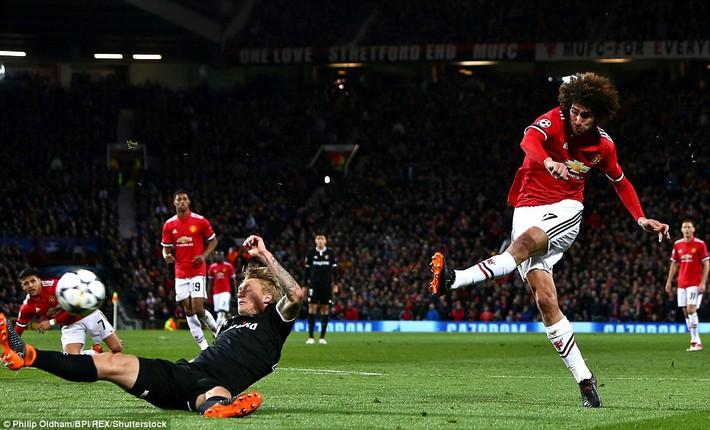 Thua tủi hổ, Man United xứng đáng cúi gằm mặt rời Champions League - Ảnh 11.