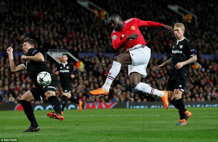Thua tủi hổ, Man United xứng đáng cúi gằm mặt rời Champions League - Ảnh 16.