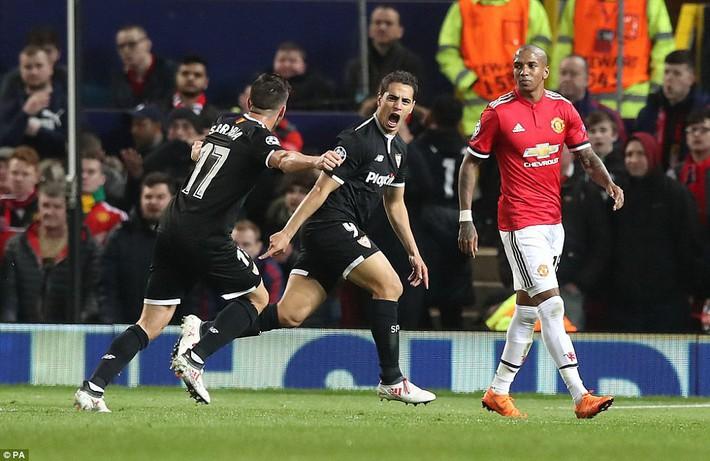Thua tủi hổ, Man United xứng đáng cúi gằm mặt rời Champions League - Ảnh 20.