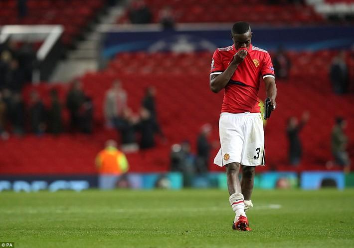 Thua tủi hổ, Man United xứng đáng cúi gằm mặt rời Champions League - Ảnh 25.