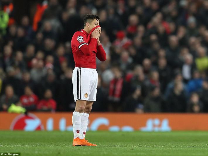 Thua tủi hổ, Man United xứng đáng cúi gằm mặt rời Champions League - Ảnh 28.