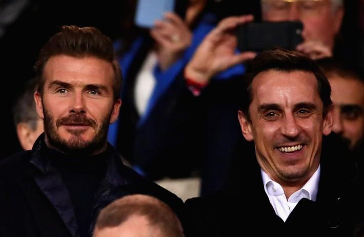 Beckham lịch lãm, ngồi cạnh siêu mẫu Bella Hadid trên khán đài sân Công viên các Hoàng tử - Ảnh 1.