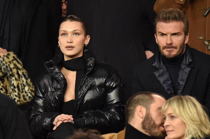Beckham lịch lãm, ngồi cạnh siêu mẫu Bella Hadid trên khán đài sân Công viên các Hoàng tử - Ảnh 4.