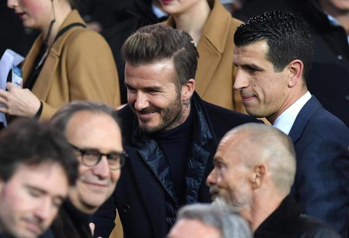 Beckham lịch lãm, ngồi cạnh siêu mẫu Bella Hadid trên khán đài sân Công viên các Hoàng tử - Ảnh 6.