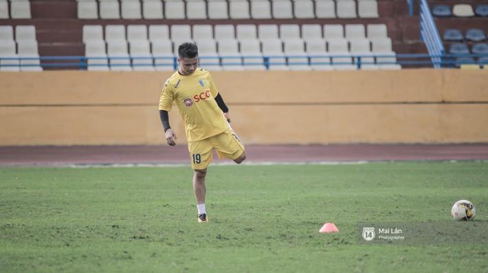 Sao U23 Việt Nam gây xúc động khi viết về mẹ ngày 8/3 - Ảnh 1.