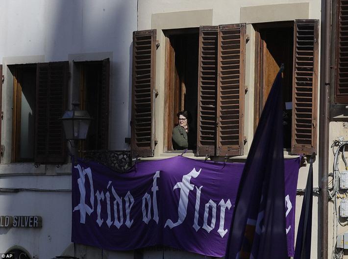 Buffon rơi nước mắt tiễn đưa đội trưởng Fiorentina vừa đột ngột qua đời - Ảnh 14.