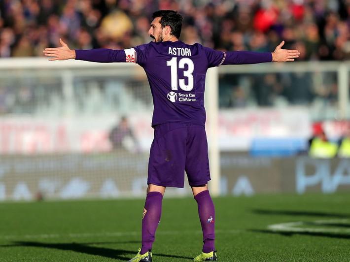 Buffon rơi nước mắt tiễn đưa đội trưởng Fiorentina vừa đột ngột qua đời - Ảnh 20.