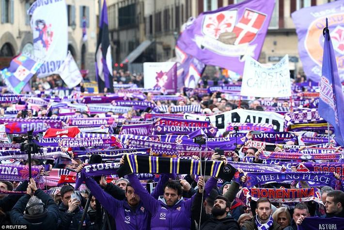 Buffon rơi nước mắt tiễn đưa đội trưởng Fiorentina vừa đột ngột qua đời - Ảnh 10.