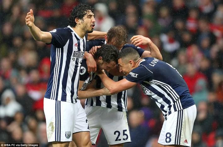 Copy công thức chiến thắng không thành, Man United sụp hầm trước đội bét bảng - Ảnh 24.