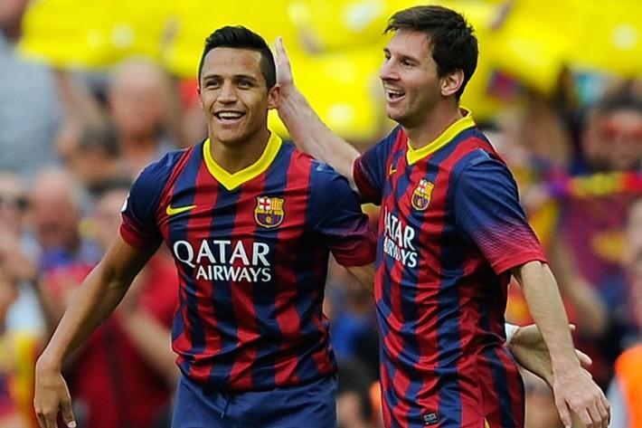 Pep Guardiola & Alexis Sanchez: 7 năm trời, hàng vạn dặm thoát khỏi bóng Messi - Ảnh 3.