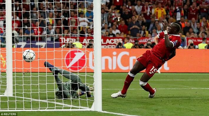 Vũ khí bí mật của Real khiến cả châu Âu sững sờ, đưa Zidane lập hattrick không tưởng - Ảnh 14.