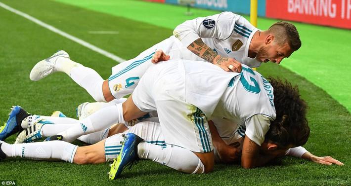 Vũ khí bí mật của Real khiến cả châu Âu sững sờ, đưa Zidane lập hattrick không tưởng - Ảnh 24.