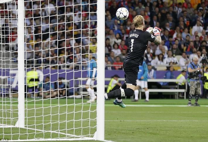 Vũ khí bí mật của Real khiến cả châu Âu sững sờ, đưa Zidane lập hattrick không tưởng - Ảnh 27.