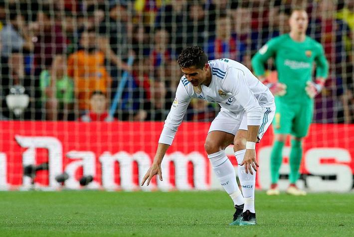 Ronaldo bị trật mắt cá chân, có thể dự chung kết Champions League - Ảnh 1.
