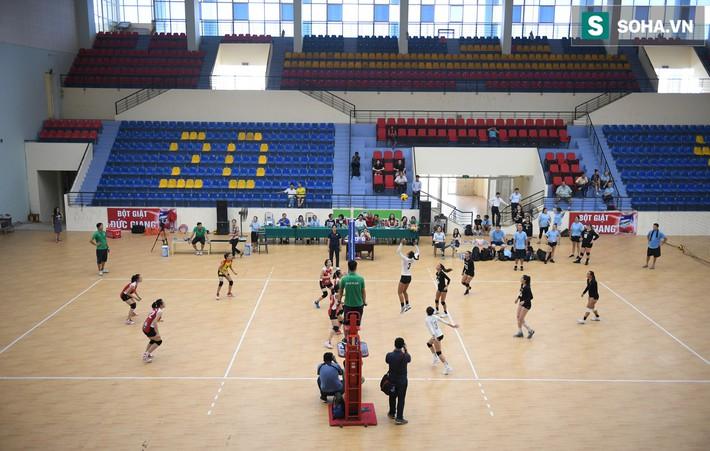 Các nữ VĐV xinh đẹp tuổi teen Hoa Kỳ giao lưu bóng chuyền tại Việt Nam - Ảnh 8.