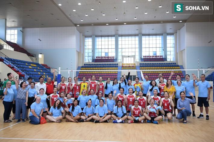 Các nữ VĐV xinh đẹp tuổi teen Hoa Kỳ giao lưu bóng chuyền tại Việt Nam - Ảnh 20.