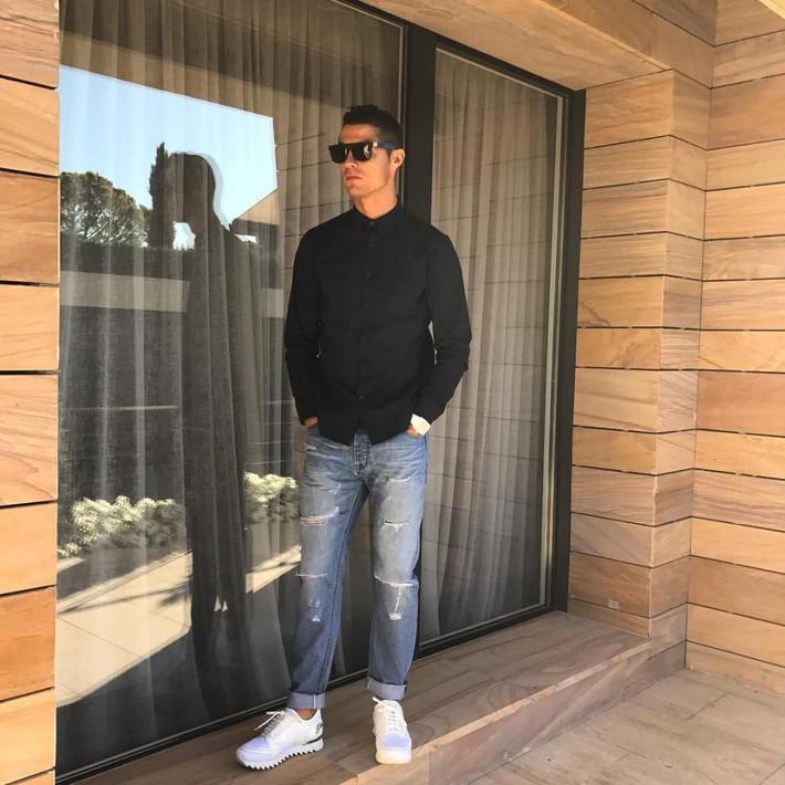 Ronaldo rao bán căn biệt thự triệu đô đầy ắp kỷ niệm tại Madrid - Ảnh 12.