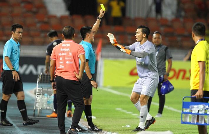 VAR lột trần hành vi ăn gian của thủ môn Thái Lan đúng phút 90+4 - Ảnh 3.