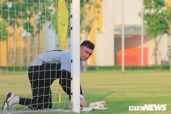 Đặng Văn Lâm: Cầu thủ Olympic Việt Nam không phải đối thủ của nhau - Ảnh 1.