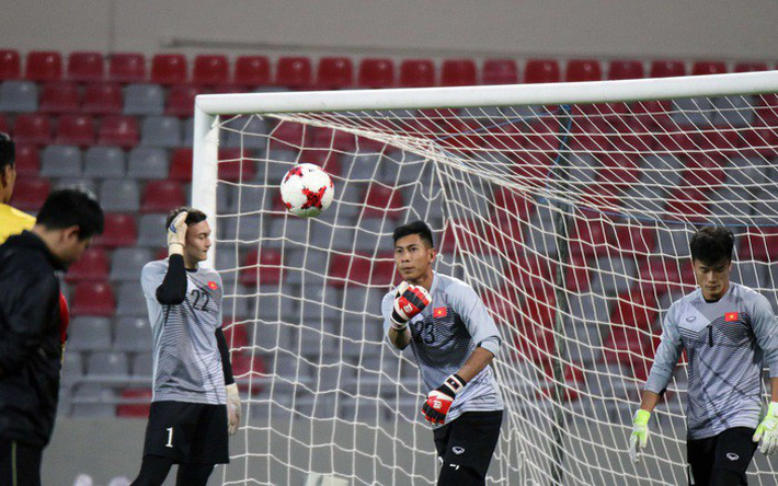 U23 Việt Nam: Đừng lo hộ cho Đặng Văn Lâm, Bùi Tiến Dũng - Ảnh 2.