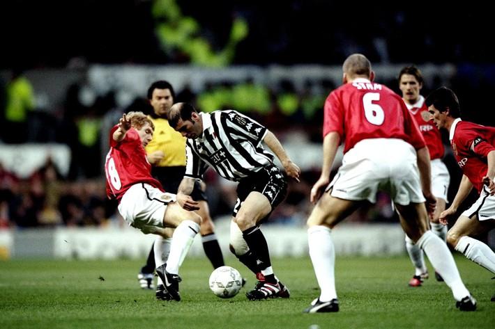 Sir Alex buông 7 chữ phũ phàng, Man United suýt mất tiền vệ xuất sắc nhất mọi thời đại - Ảnh 7.