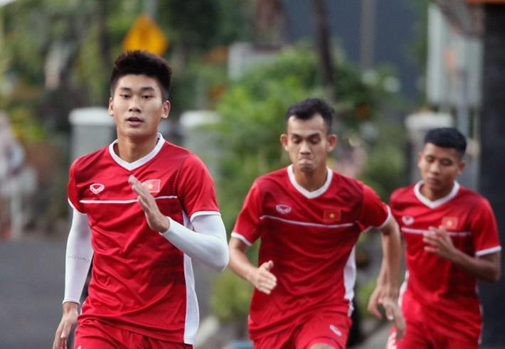 HLV Hoàng Anh Tuấn không fair-play, từ chối bắt tay HLV U19 Indonesia - Ảnh 2.