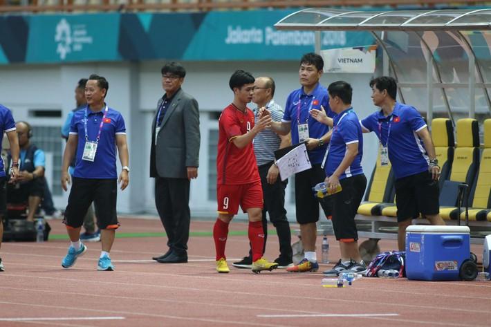 Quang Hải rực sáng, U23 Việt Nam thắng dễ trong ngày Công Phượng 2 lần trượt penalty - Ảnh 4.