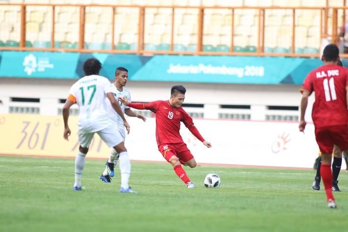 Quang Hải rực sáng, U23 Việt Nam thắng dễ trong ngày Công Phượng 2 lần trượt penalty - Ảnh 1.