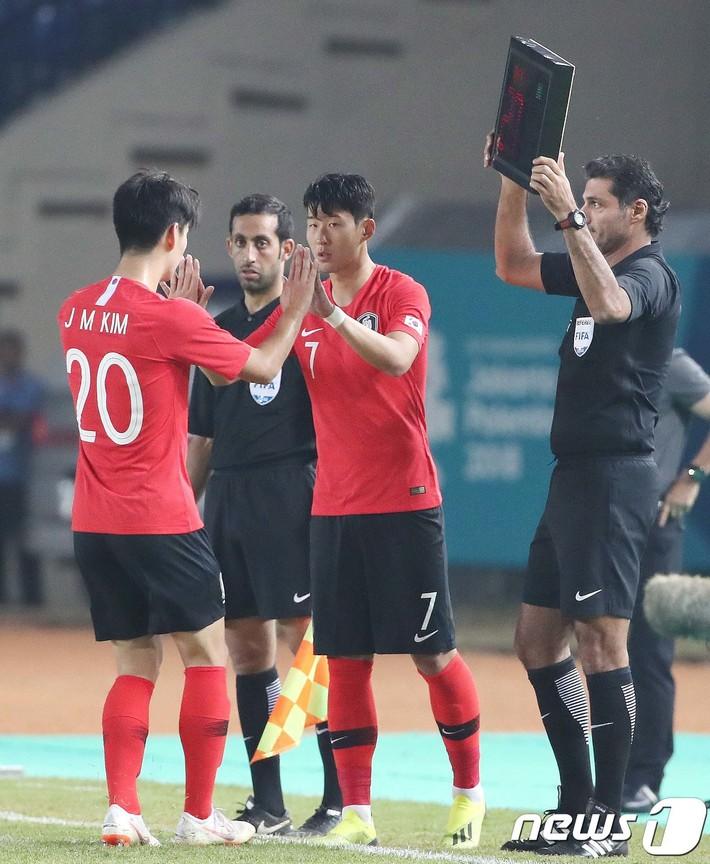 Chấn động: Hàn Quốc gục ngã đớn đau, thầy trò HLV Park Hang-seo mỉm cười sung sướng - Ảnh 1.