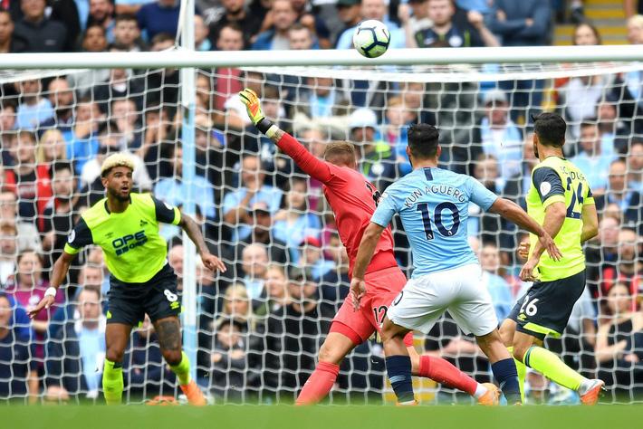 Thủ thành kiến tạo mở tỷ số, Man City thắng hủy diệt để xưng bá Premier League - Ảnh 2.