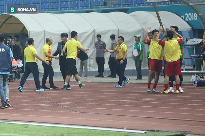 Sau chiến thắng nghẹt thở, U23 Việt Nam làm điều khiến Hùng Dũng sẽ phải nhỏ lệ - Ảnh 9.