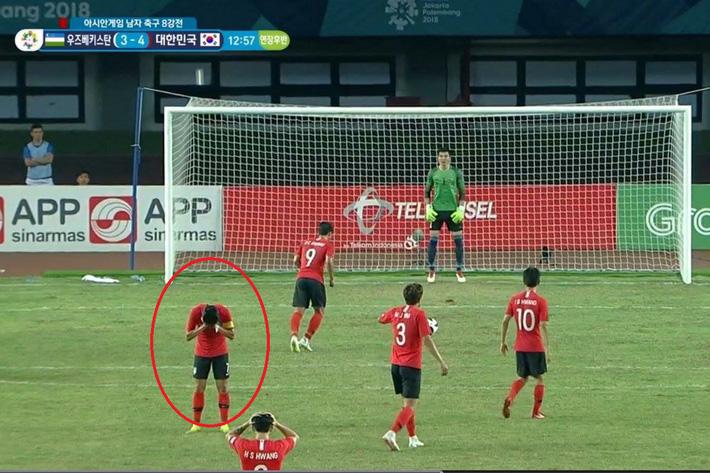 Son Heung-min quay mặt không dám nhìn đàn em đá quả penalty quyết định cho U23 Hàn Quốc - Ảnh 1.