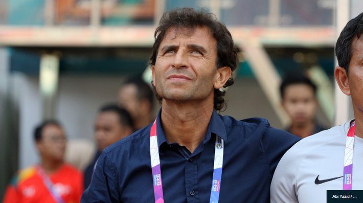 Kình địch ở AFF Cup vướng tai tiếng về lương cho HLV: Việt Nam thật may vì có bầu Đức - Ảnh 1.