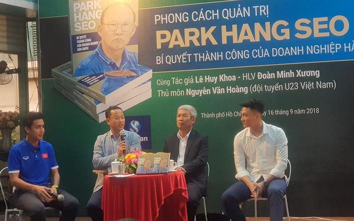 Đôi lời gửi ông Lê Huy Khoa, trợ lý ngôn ngữ của HLV Park Hang-seo - Ảnh 2.