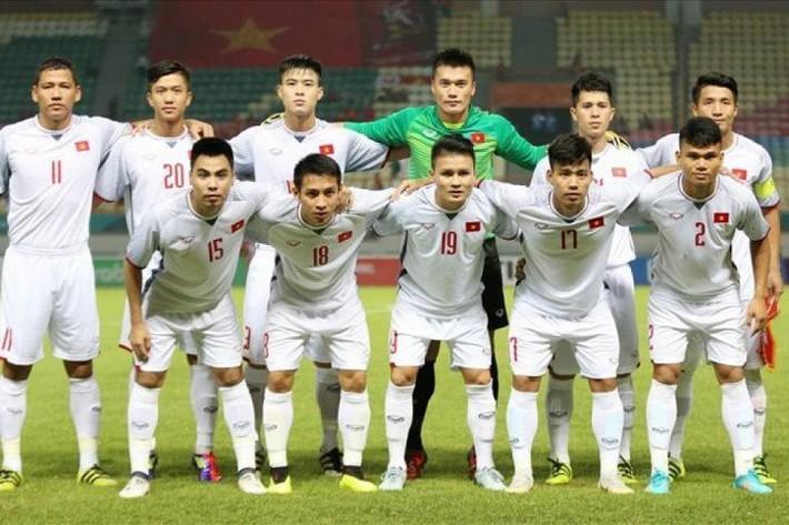 HLV Lê Thụy Hải: Bóng đá Việt Nam chưa đủ tầm chọn giải này, bỏ giải kia - Ảnh 2.