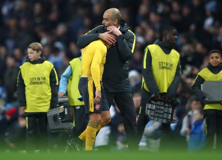 Pep Guardiola & Alexis Sanchez: 7 năm trời, hàng vạn dặm thoát khỏi bóng Messi - Ảnh 5.