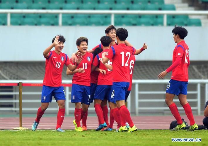 HLV U23 Hàn Quốc tiết lộ lối chơi, đề cao hàng công U23 Việt Nam - Ảnh 1.